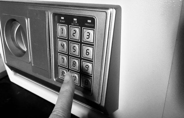 【悲報】同僚の部屋からポケモンカードを盗んだ会社員を逮捕